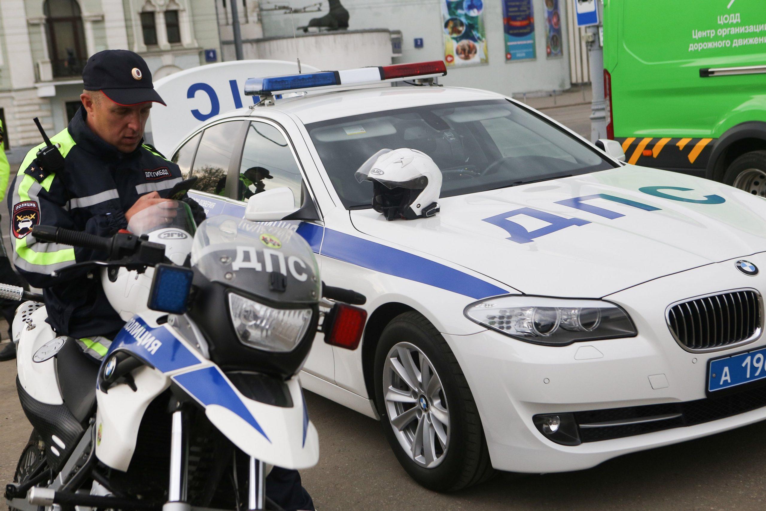 """В Капотне задержали иностранца с поддельным водительским удостоверением Фото: АГН """"Москва"""""""